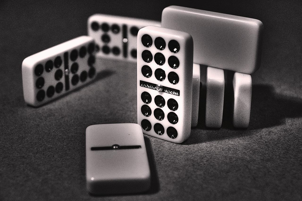 Bermain Domino